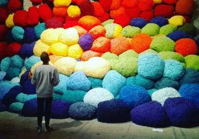 "Biennale Arte 2017 - Arsenale - ""Scalata al di là dei terreni cromatici"" di Sheila Hicks (USA)"