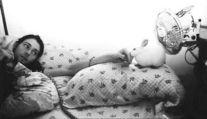 Kurt Cobain con un coniglio