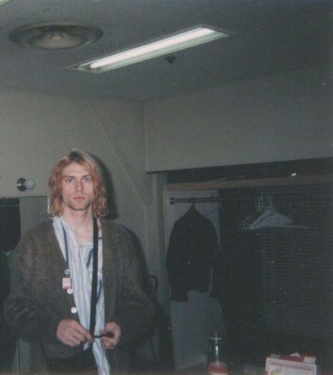 Kurt Cobain nel camerino prima di un concerto dei Nirvana in Giappone, 1992