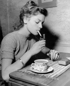 Lauren Bacall a colazione, 1946