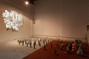 Matie¦Çre Noire_Act I_Projection_E_Caverna_collaboration with Isaac Cordal -® Blind Eye Factory_1