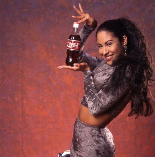 Selena fotografata da Al Rendon per una campagna pubblicitaria Coca-Cola del 1994