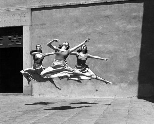 Tre danzatrici, Mills College, 1929 (Fotografia di Imogen Cunningham)