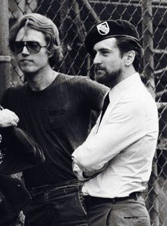 Christopher Walken e Robert De Niro sul set di 'The Deer Hunter', 1978