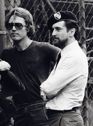 Christopher Walken e Robert De Niro sul set di 'The Deer Hunter', 1978