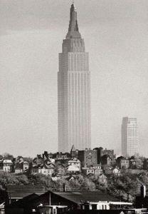 Difficile credere che questo sia l'Empire State Building nel 1941. Foto scattata da Union City, NJ