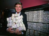 Donald Trump con un milione di dollari al Trump Taj Mahal, Atlantic City, NJ, 1990