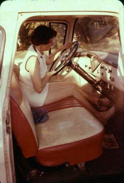 Donna in macchina, ca. 1950