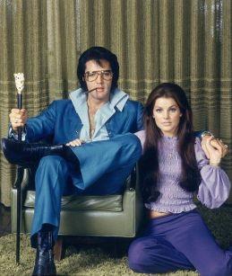 Elvis Presley a Graceland con Priscilla, 1971