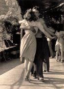 Giovani coppie che ballano, intorno al 1950