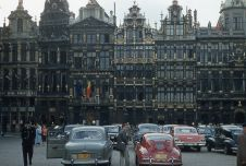 Grand Place a Bruxelles, in Belgio, nel 1957
