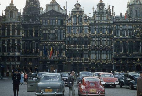 Grand Place a Bruxelles, in Belgio, nel 1957