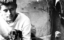 John F. Kennedy con il suo cane Dunker (USA, 1938)