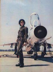 Miss Universo della Jugoslavia, con un MiG-21F, 1968