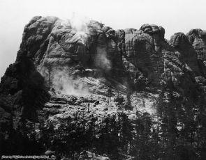 Monte Rushmore prima della scultura, all'inizio della costruzione, South Dakota, circa 1929