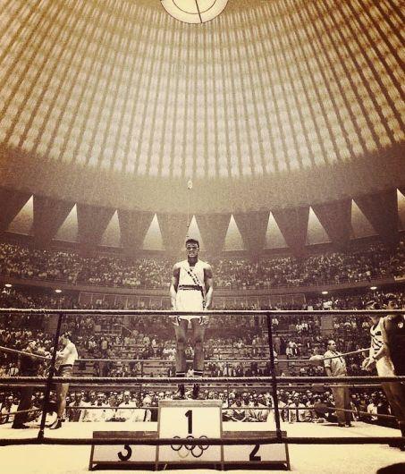 Muhammad Ali, 18 anni, da solo sul podio alle Olimpiadi di Roma del 1960