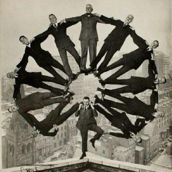 Carosello umano, 1930