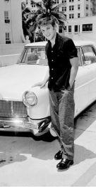 Elvis acquistò una Lincoln Continental Mark II bianca il 4 aprile 1956; mentre era in tour a Miami, in Florida