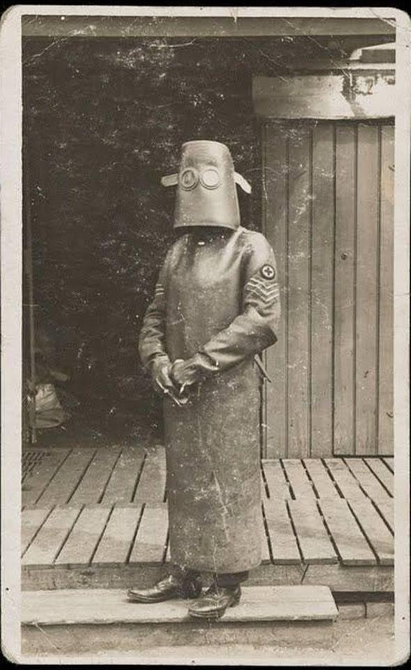 Equipaggiamento protettivo per un'infermiera di radiologia, 1918
