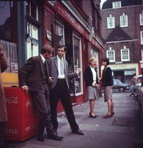 Flirt per le strade di Londra, anni '60