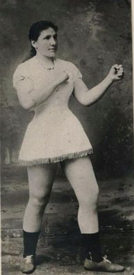 Hattie Stewart (the Bronx, New York) ~ Campionessa mondiale di boxe femminile (1884)