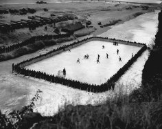 I soldati canadesi che prestavano servizio in Corea realizzarono una improvvisata pista da hockey, nel 1952
