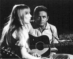 Joni Mitchell e Johnny Cash. Fotografia di Graham Nash