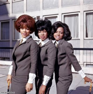Le Supremes fuori da Manchester Square, Londra, 1963