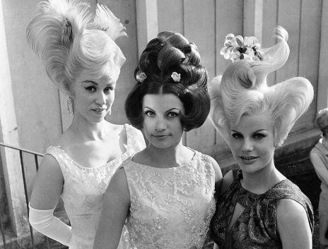 Le vincitrici di in un concorso a Monaco di Baviera, in Germania, il 1 ° maggio 1964