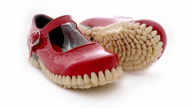 Scarpe dentate