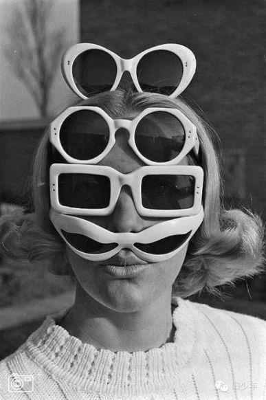 Un paio non è mai abbastanza. 1960