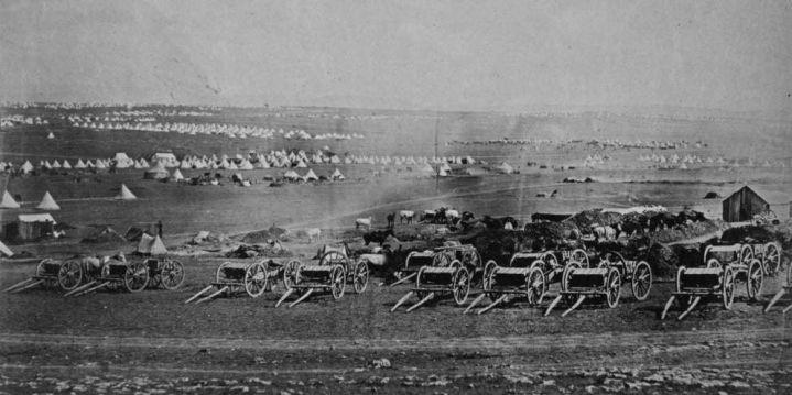 Una delle prime immagini di guerra mai scattate - la linea inglese all'Assedio di Sebastopoli, (Crimea, 1854)