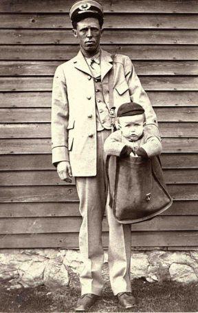 Una scappatoia legale nel 1913 ha reso possibile inviare neonati per posta. Queste foto sono state scattate dopo essere state bandite nel 1920
