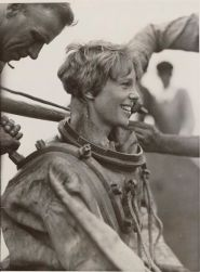Amelia Earhart fa immersioni subacquee al largo di Block Island