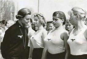 Ispezione di donne tedesche, Seconda guerra mondiale, 1930-1940