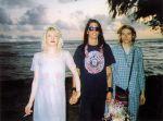 Kurt Cobain e Courtney Love nel giorno del loro matrimonio alle Hawaii nel 1992