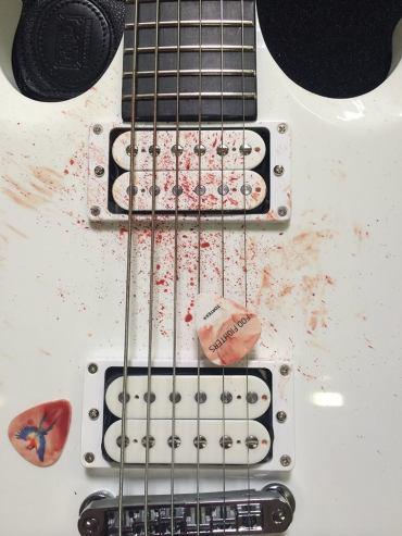 La chitarra di Dave Grohl dopo le prove
