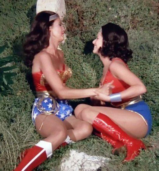 Lynda Carter e Debra Winger