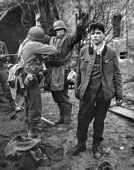 Registrazione di due soldati tedeschi che si arrendono