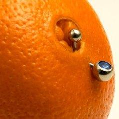 Arancia col piercing