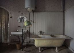 Casa padronale abbandonata, bagno. Fotografia di Andre Govia