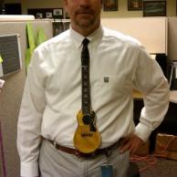 Chitarra cravatta