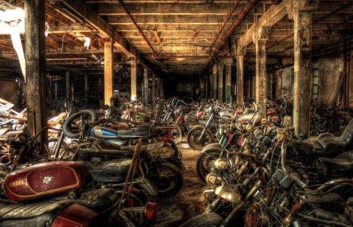 Cimitero delle moto a Lockport, NY