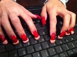 Gommini per unghie lunghe su tastiera