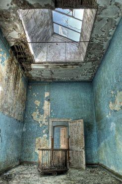 Hellingly Hospital era un grande ospedale psichiatrico nel villaggio di Hellingly, a est di Hailsham, nell'East Sussex, in Inghilterra. L'ospedale, noto anche come East Sussex County Asylum o solo Hellingly, fu inaugurato nel 1903. Il suo architetto era GT Hine, uno dei grandi architetti di ospedali dell'epoca
