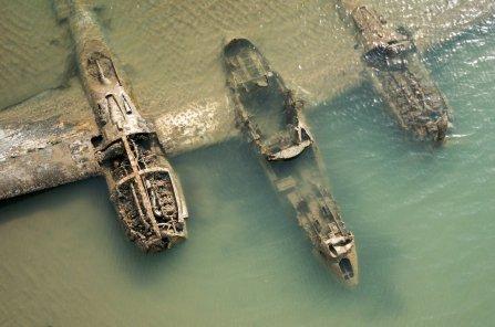 I resti di un Lockheed P-38 Lightning nelle coste del Galles