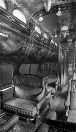 Interno di auto Pullman periodo rococò. fine del 1800
