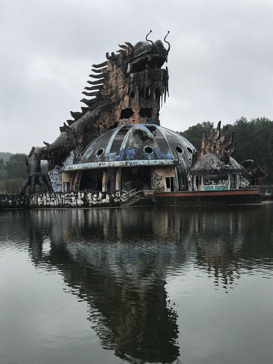 Luna park acquatico abbandonato a Ho Thuy Tien, Vietnam