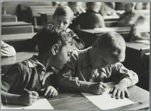Solo un piccolo sbirciatina, 1937