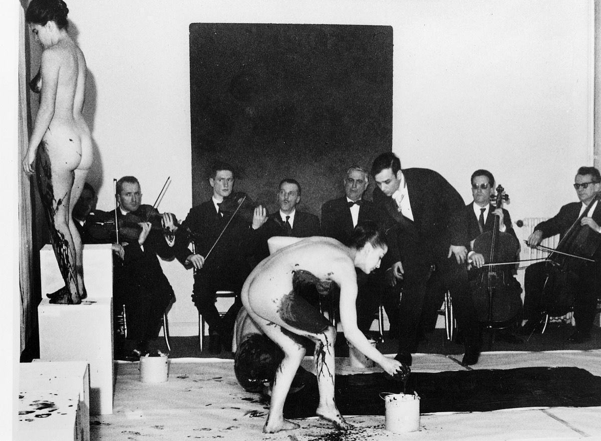Yves Klein, Anthropométries de l'époque bleue, Galerie internationale d'art contemporain, Paris, March 9, 1960. Photograph by Charles Wilp. Art Resource, NY / Klein, Yves (1928-1962) © ARS, NY. Image courtesy of Dominique Lévy Gallery